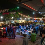 Cinema e Food Trucks ao ar livre
