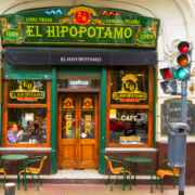 """Conheça o """"El Hipopótamo"""" - Bar Notável com estilo espanhol"""